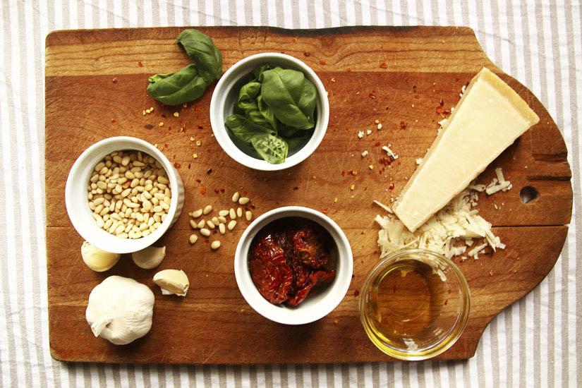 Mozzarella Chicken and Tomato Pesto Sauc