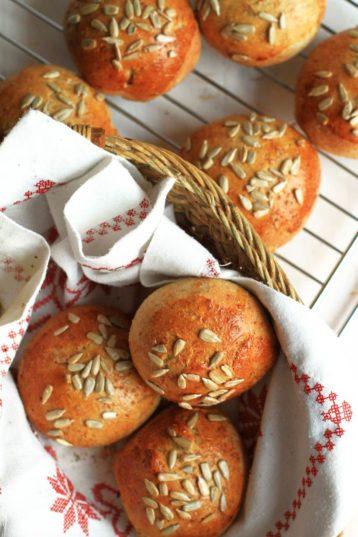 Fluffy Whole Wheat Bread Rolls