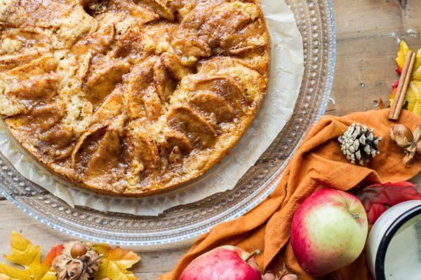 Simple Caramel Apple Pie Cake with Cinnamon Crumb