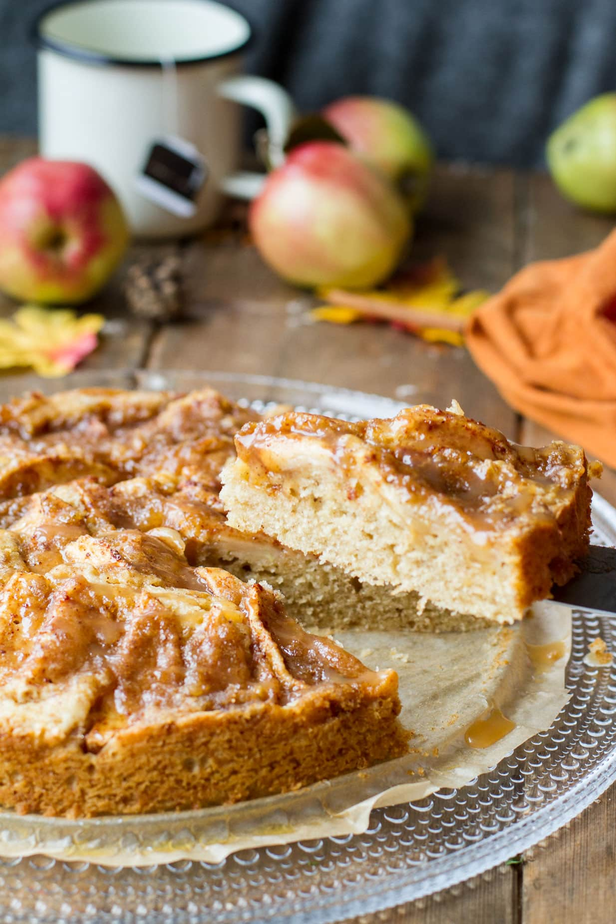 Simple Caramel Apple Pie Cake with Cinnamon Crumb
