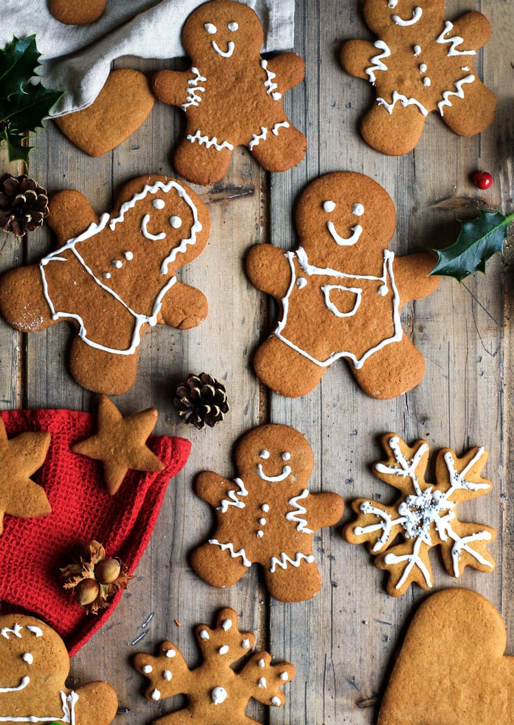 Decorated gingerbread men and stars.