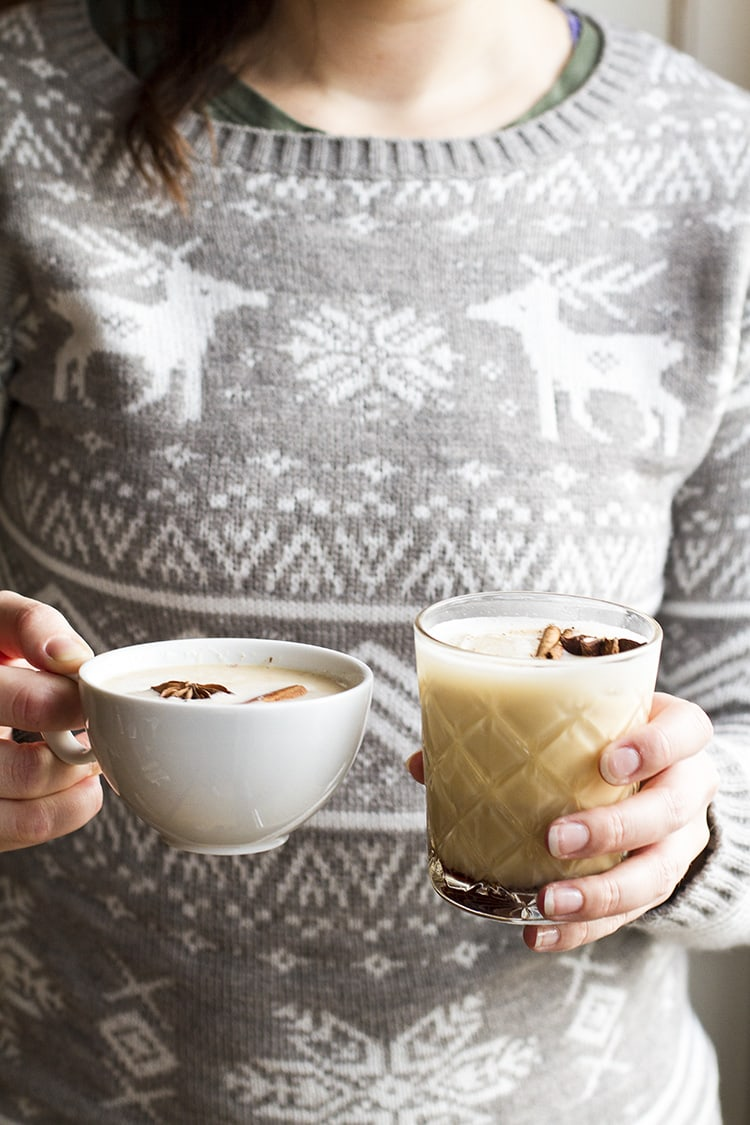 Person with grey, knitted sweater holding one hot and one cold version.