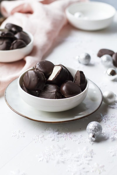 Easy Peppermint Patties Recipe (Perfect Edible Gift!)
